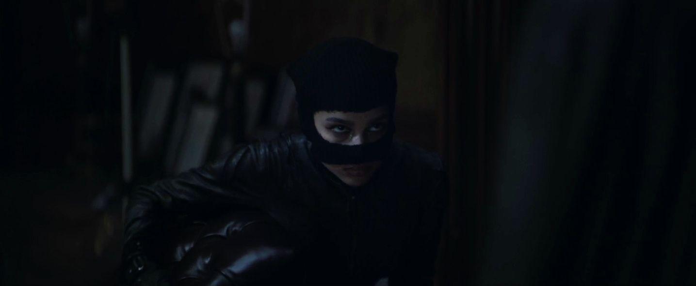 The Batman: New Image of Zoe Kravitz's Selina Kyle Revealed by Matt Reeves
